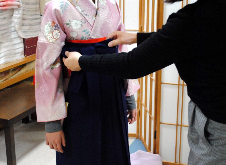 小学生の袴の着付けを、お教えさせて頂きました!