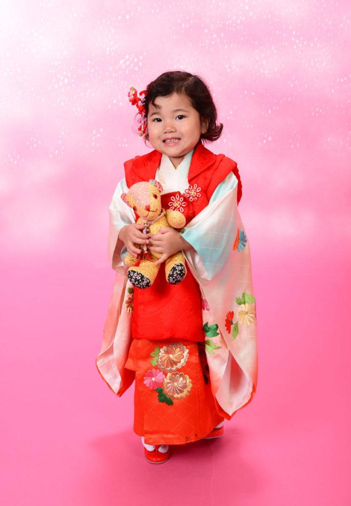 七五三 3歳 赤の着物が可愛いお嬢様
